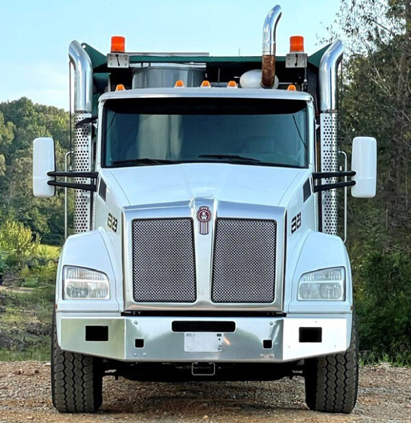 2016 Kenworth T880 Chassis with an Express Blower TM-45MD Blower Truck