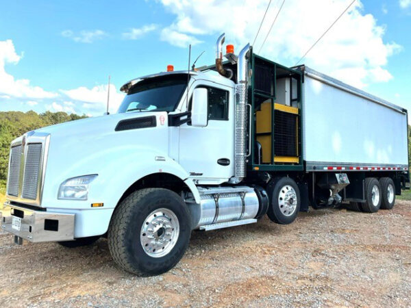 2006 Express Blower TM-45MD Blower Truck on a 2016 Kenworth T8880 Chassis